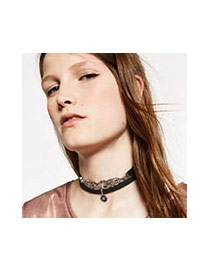 Elegant Black Hollow Out Geometric Shape Decorated Simple Necklace