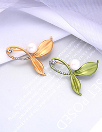Fashion Avocado Green Alloy Hollow Brooch With Pearl Leaves And Diamonds