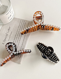 Fashion Large Brown Pearl Cross Resin Gripper
