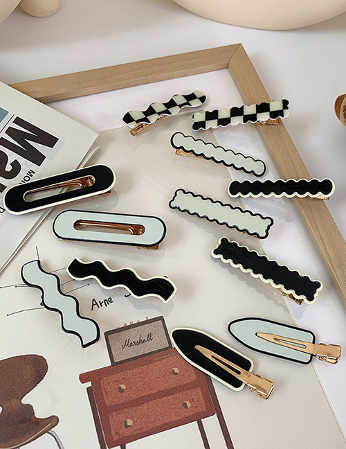 White Wave Acrylic Checkerboard Wave One Word Hairpin