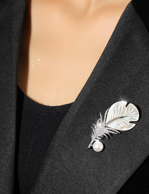 Fashion Silver Color Copper Inlaid Zirconium Pearl Feather Brooch