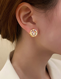 Fashion Gold Color Pearl And Diamond Earrings