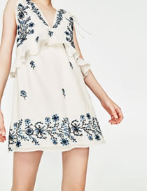Fashion White Flower Pattern Decorated Pure Color Dress