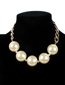 Vintage White Round Shape Decorated Necklace
