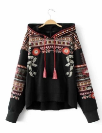 Fashion Black Embroidery Flower Decorated Simple Sweater