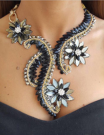 Luxury Black Flower Shape Decorated Necklace