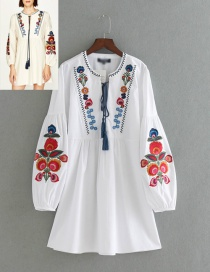 Lovely White Embroidery Flower Shape Decorated V-neckline Dress