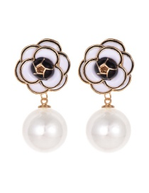 Fashion White Alloy Pearl Flower Earrings