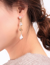 Fashion Gold Flower Pearl Ear Clip