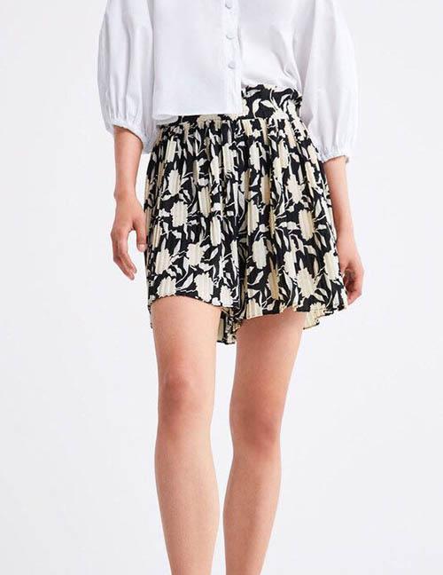 Fashion Black Pleated Shorts