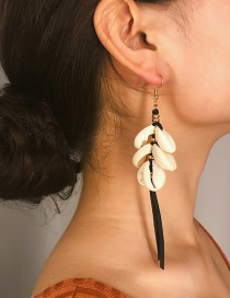 Fashion Black Velvet Shell Tassel Earrings