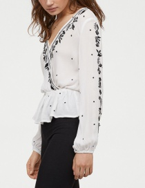 Fashion White V-neck Cross-print Embroidered Top