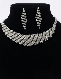 Fashion White Stud Necklace Set
