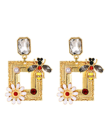 Fashion Gold Alloy Diamond Framed Stud Earrings