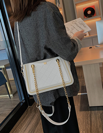 Fashion White Pleated Chain Stitching Shoulder Bag