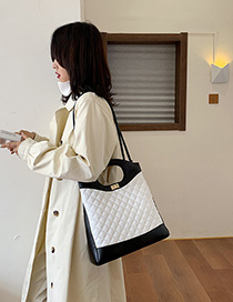 Fashion White With Black Lingge Single Shoulder Messenger Handbag