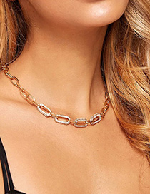 Cadena De Metal Con Collar De Diamantes.