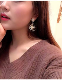 Fashion Gold Pearl And Diamond Sun Flower Earrings