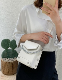 Fashion White Studded Chain Clamshell Shoulder Bag