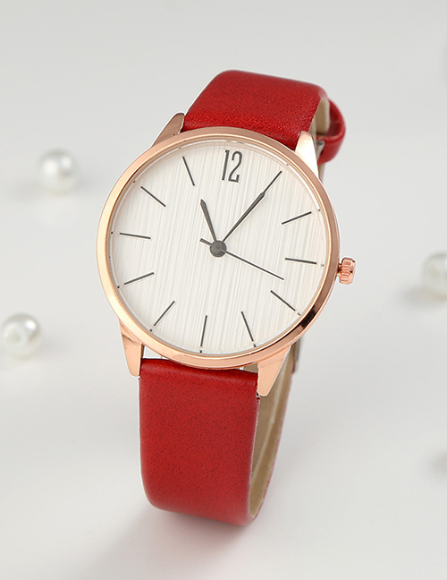 Fashion Red Womens Quartz Watch With Scale Leather Strap