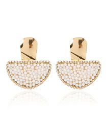 Fashion Golden Scalloped Pearl And Diamond Alloy Earrings
