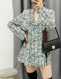 Fashion White V-neck Dress With Waist And Leather Print Tie