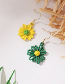 Fashion Color Mixing Asymmetric Contrast Small Daisy Earrings