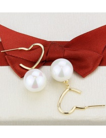 Fashion Gilded Gold-plated Copper Pearl Heart-shaped Notch Earrings