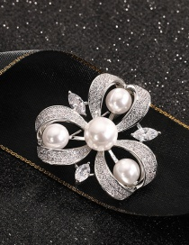 Fashion Clover Gold-plated Copper Brooch With Clover Diamonds And Pearl