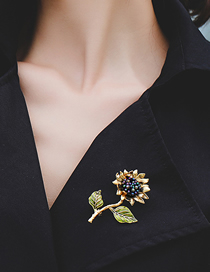 Fashion Golden Sunflower Crystal Brooch