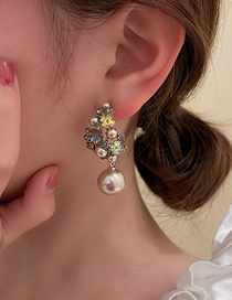 Fashion Brown Pearl And Diamond Flower Earrings