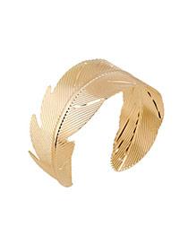 Trending Gold Color Leaf Shape Decorated Opening Design Alloy Fashion Bangles