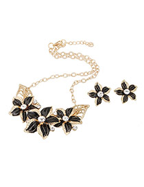 Exaggerated Black Flower Shape Decorated Simple Design