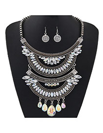 Retro White +black Oval Diamond Decorated Multilayer Short Chain Jewelry Sets