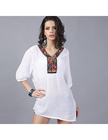 Fashion White Embroiedry Pattern Y Shape Collar Decorated Loose Half Sleeve Blouses
