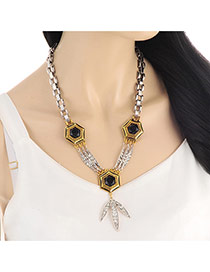 Personality Gold Color Leaf Shape Pendant Decorated Short Chain Necklace