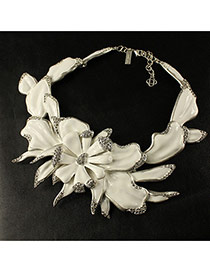 Elegant White Diamond Decorated Flower Design Short Chain Necklace