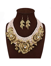 Elegant Gold Color Flower Decorated Hand-woven Short Chain Necklace