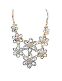 Lovely White Flower Shape Decorated Short Chain Necklace