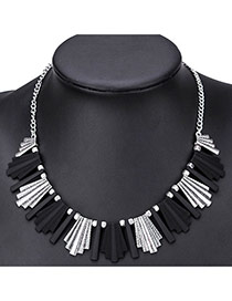 Elegant Black Color Matching Decorated Geometric Shape Collarbone Necklace