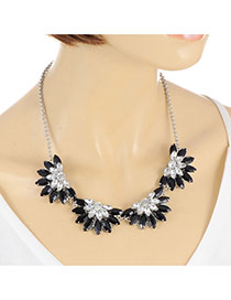 Elegant Black Fan Shape Pendant Decorated Short Chain Necklace