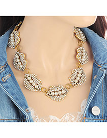Fashion White Pearls Decorated Lip Shape Design Necklace
