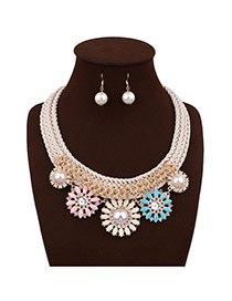 Elegant Multi -color Round Shape Pearl Decorated Simple Hand-woven Necklace