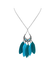 Fashion Green Feather Pendant Decorated Hollow Out Crescent Moon Shape Simple Necklace